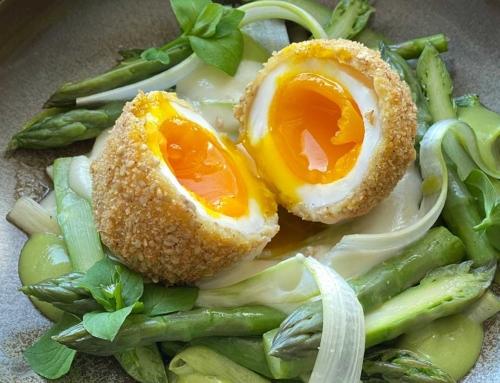 Uovo croccante, asparagi a 3 consistenze e crema di parmigiano con burro la Montanara