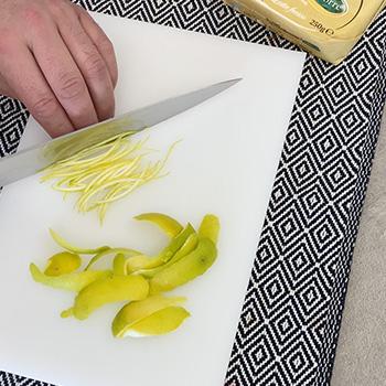 taglia buccia limone