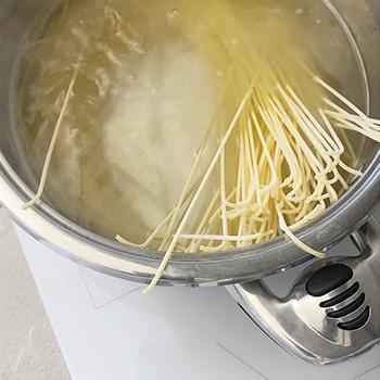 cuocere gli spaghetti burro