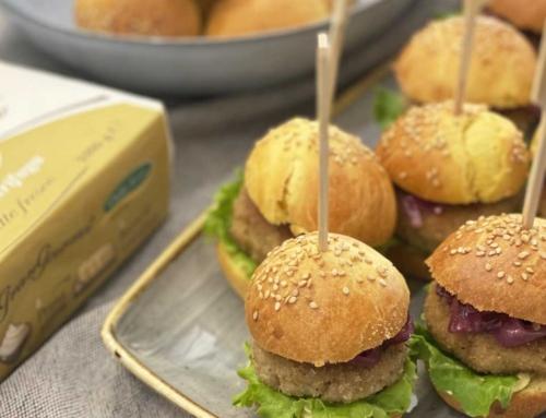 Mini burger bun con burro al wasabi e cipolla