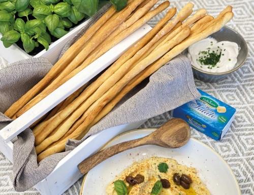 Grissini al Burro Salato e pepe con hummus di ceci